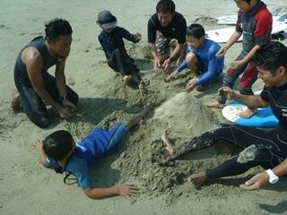 11砂遊びが始まり.JPG