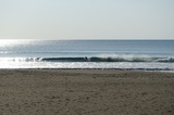 3 日本海に波があるからか人が激少ない (1).JPG