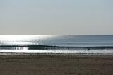 3 日本海に波があるからか人が激少ない (2).JPG
