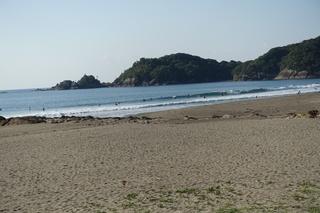 3 日本海に波があるからか人が激少ない (3).JPG