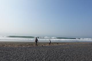 7波乗りはビーチや.JPG