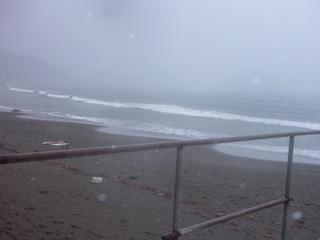 P1000426無人のビーチに.JPG