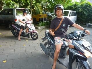 P1090960バイクで.JPG