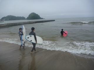 P1090279海へ1.JPG